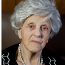 Sam's Kledingactie trots als een pauw op 100 jarige vrijwilligster